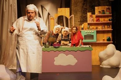 """""""Μια ζαχαρένια συνταγή"""" της Φωτεινής Κωνσταντοπούλου στο Θέατρο Φούρνος"""