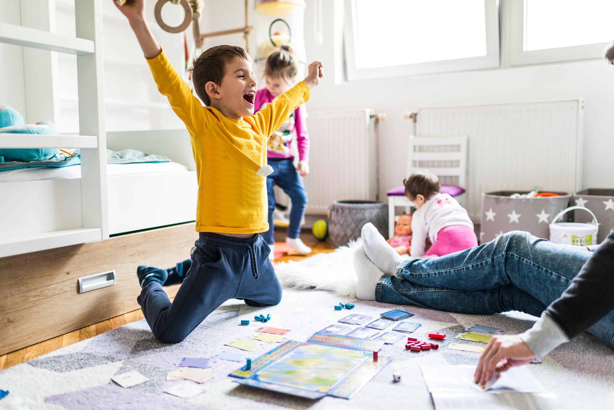 Πανεύκολες ιδέες για να φτιάξεις επιτραπέζια παιχνίδια που θα παίξεις με το παιδί σου