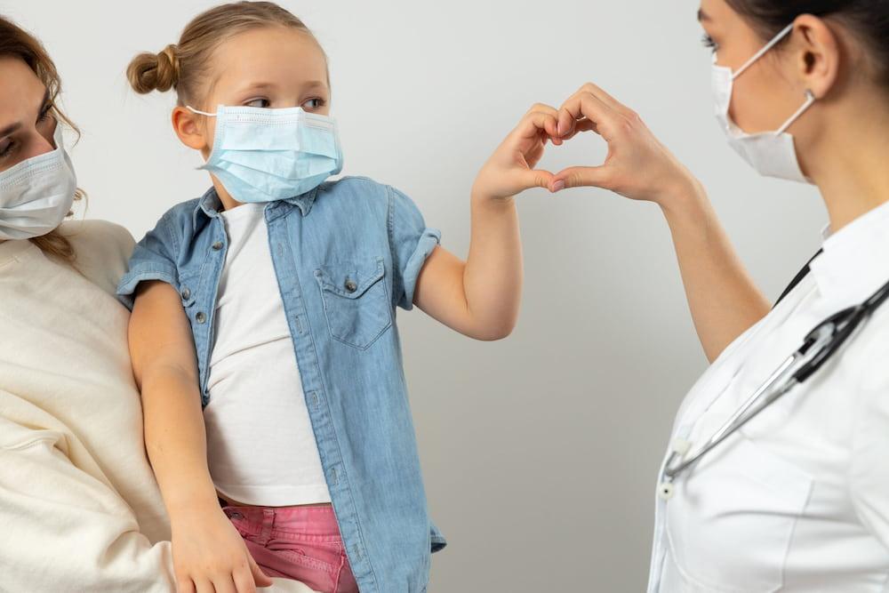 5 tips να μη φοβάται τα εμβόλια και τις βελόνες το παιδί σου