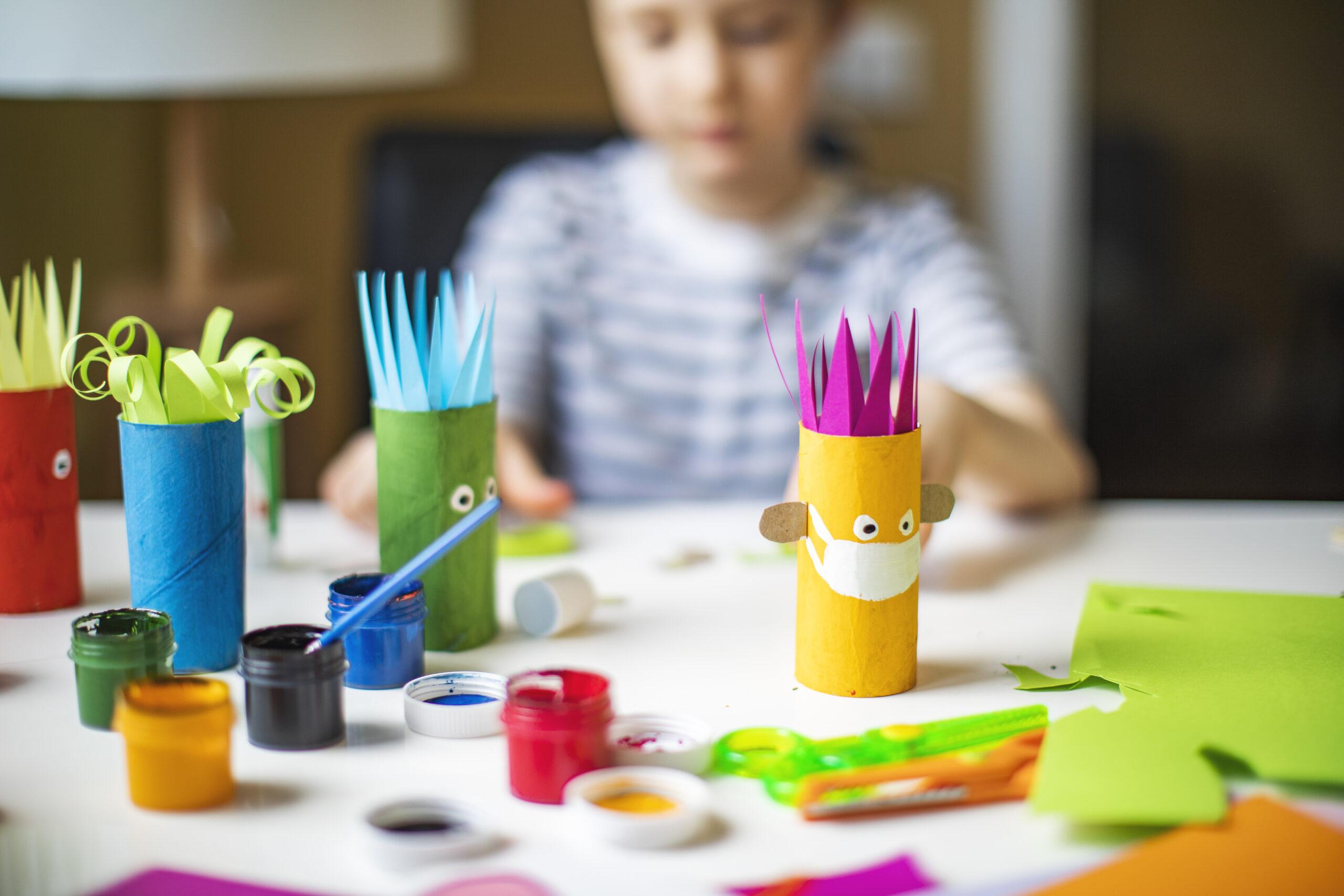 5 Εύκολες DIY κατασκευές που μπορείς να κάνεις με το παιδί σου για την επιστροφή στο σχολείο