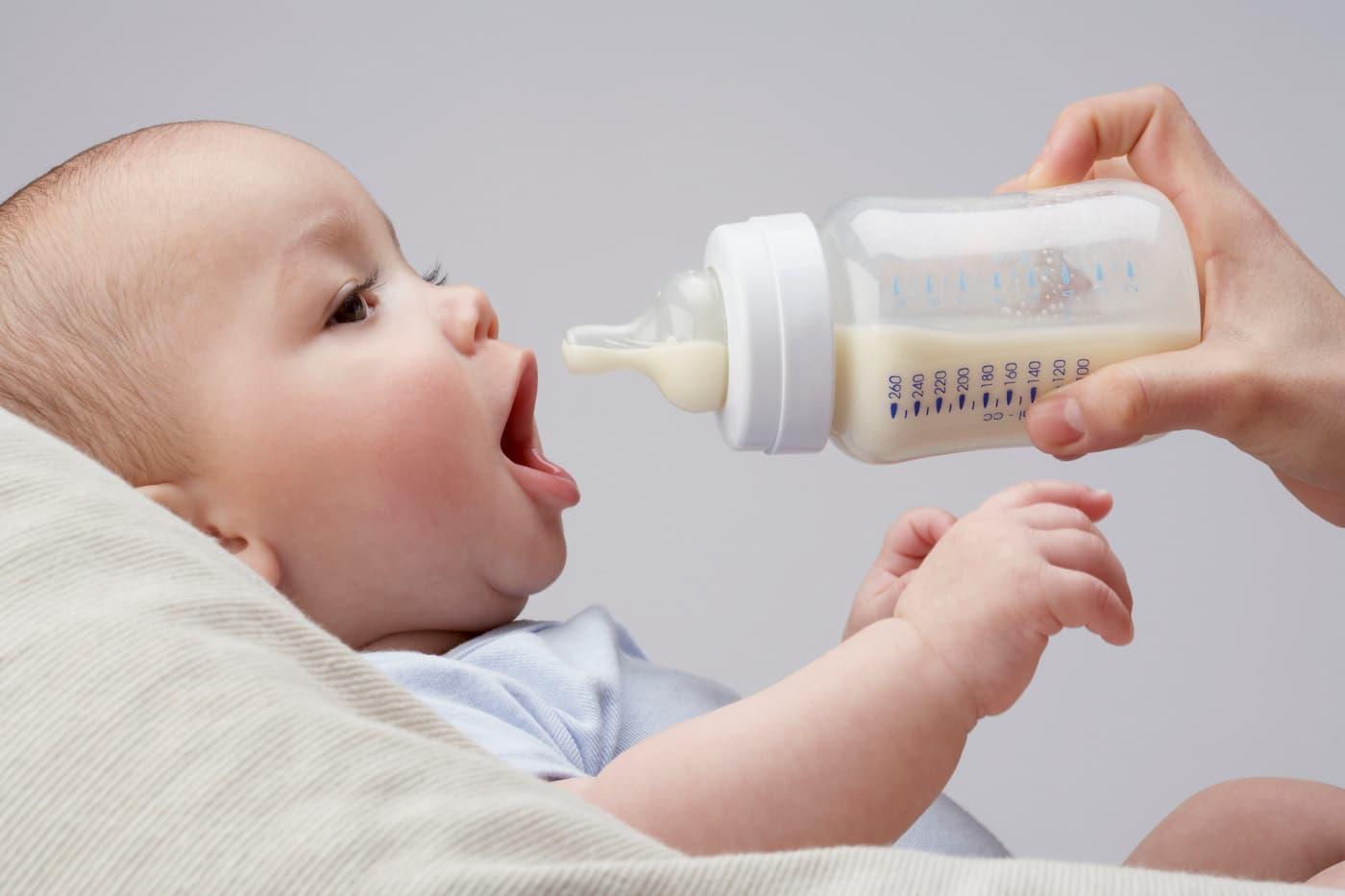Πότε και πώς να αποστειρώνεις το μπουκάλι του μωρού σου