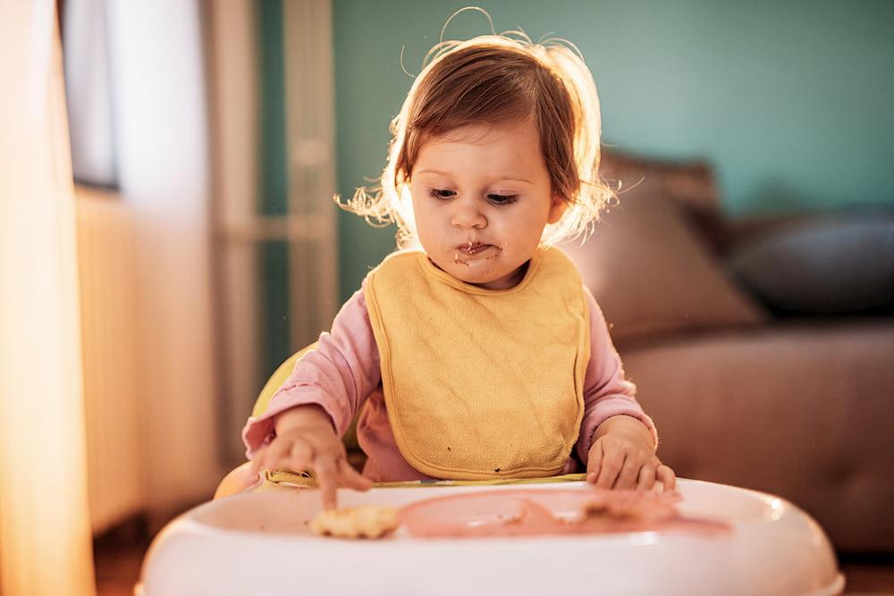 Τι μπορείς να κάνεις όταν το παιδί δε θέλει να κάτσει στο καρεκλάκι φαγητού;