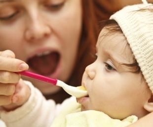Εισαγωγή στερεών τροφών κατά τον 1ο χρόνο του μωρού