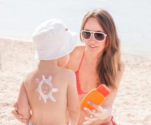 Προφυλάξτε το παιδί σας από τον ήλιο απλά και εύκολα