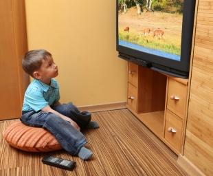 Το παιδί μπροστά στην οθόνη – Καιρός για μια νέα αποτίμηση της κατάστασης