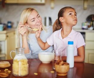 Φαγητό χωρίς πείσματα – χειρισμοί για την επιτυχημένη διατροφή του νηπίου