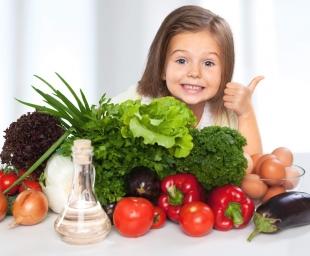 Έξυπνα tips για να μάθει το παιδί μας να τρώει όλες τις τροφές