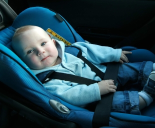 Πώς να τοποθετήσουμε σωστά το μωρό στο παιδικό καθισματάκι αυτοκινήτου