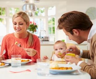 Πώς να κάνετε το παιδί να τρώει (σχεδόν) τα πάντα