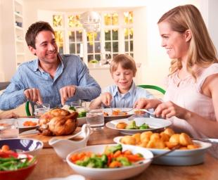 Πώς η συμπεριφπρά των γονιών μπορεί να εξασφαλίσει έναν υγιεινό τρόπο ζωής στα παιδιά