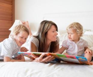 Δίγλωσσα παιδιά! Πώς να τα βοηθήσουμε να μάθουν δύο μητρικές γλώσσες;