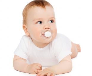 Πώς θα βοηθήσετε το μωρό σας να κόψει την πιπίλα