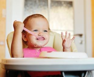 10 συμβουλές για τα πρώτα γεύματα του μωρού