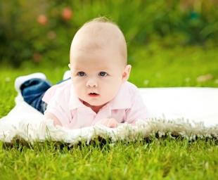Τα μωρά που γεννιούνται το καλοκαίρι είναι πιο υγιή