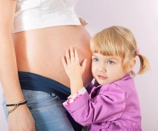 Πώς να προετοιμάσουμε το παιδί μας για τον ερχομό του νέου μωρού στην οικογένεια