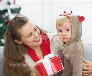 7 δώρα που ΔΕΝ πρέπει να κάνετε στα παιδιά των φίλων σας