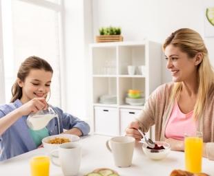 Πώς να πείσετε το παιδί σας να τρώει πρωινό