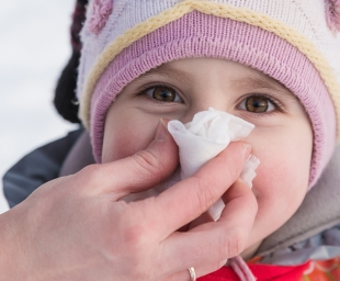 ΡΙΝΙΚΗ ΣΥΜΦΟΡΗΣΗ: Οι πρώτες βοήθειες σε μία «κρυωμένη» μύτη.